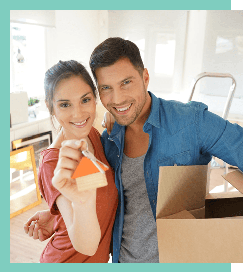 couples show home keys in their hands